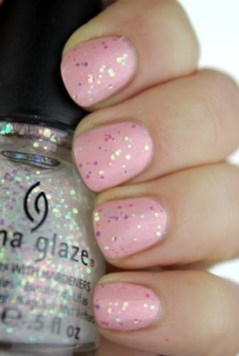 Wer genau hinsieht, findet den feinen rosa Glitter ;)